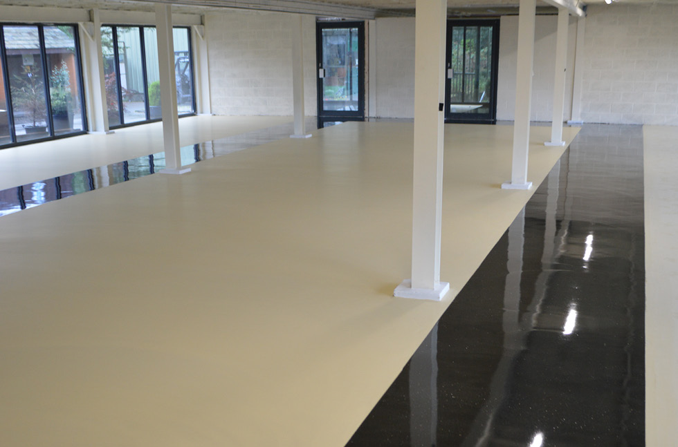 Cattery Floor Combines Colour with Cleanability